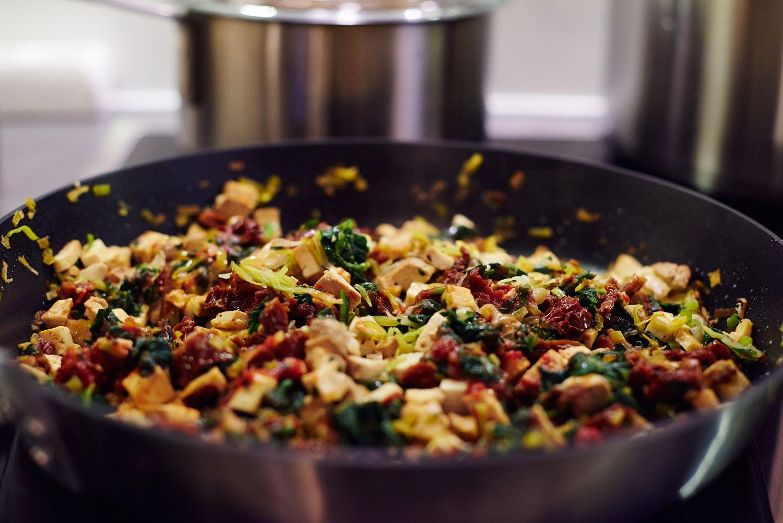 Co jeść na diecie wegańskiej? Potrawy jednogarnkowe